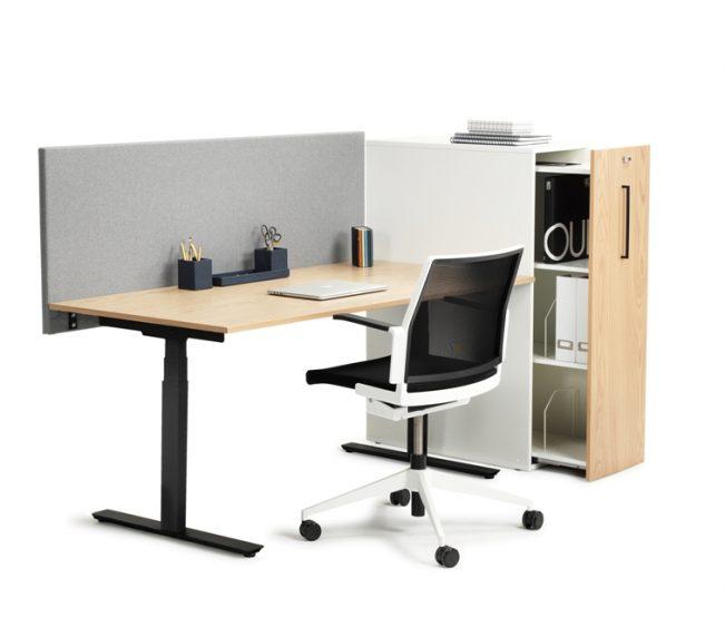 VX_10 vit ek skarm sidorvaring med stol
